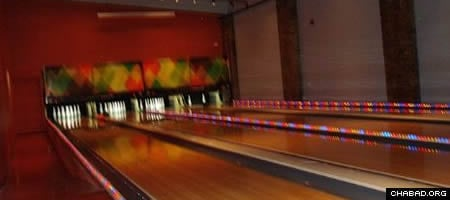 Philadelphia's North Bowl hosts the Jewish Bowling League every Wednesday night.